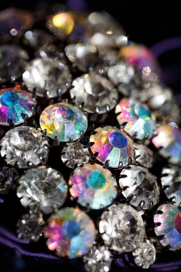 Brosche mit glänzenden Steinen lizenzfreies stockfoto