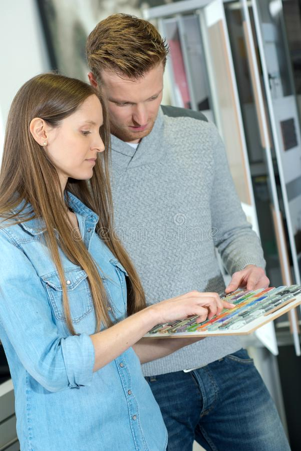 Broschyr för handbok för barnparstudie tillsammans arkivfoto