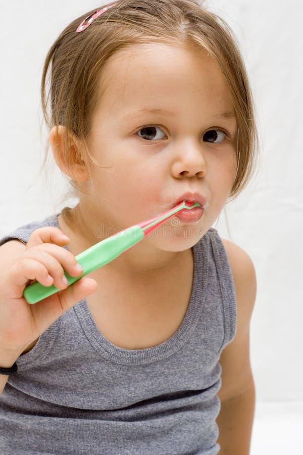 Brossage de dents image stock
