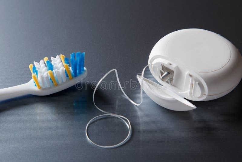 Brosse à dents et fil dentaire photos libres de droits