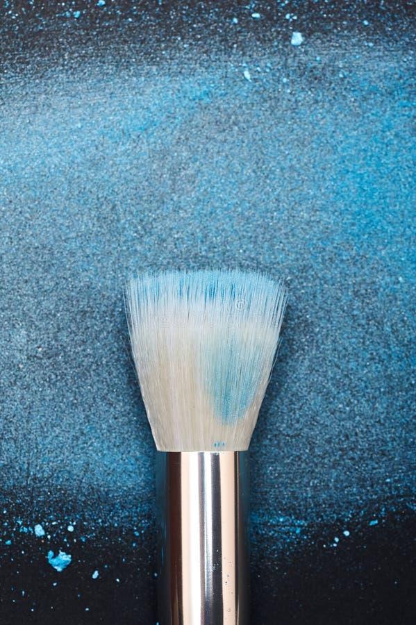 Brosse blanche du ` s d'artiste de maquillage photos stock