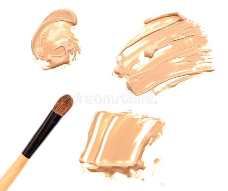 Download Brosse De Base Et De Maquillage D'isolement Sur Le Blanc Photo stock - Image du undertone, renivellement: 76084842