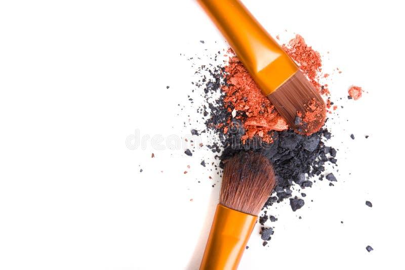Download Brosse De Lecture Professionnelle De Maquillage Et Isolant Lâche De Fards à Paupières De Poudre Image stock - Image du corail, professionnel: 77151385