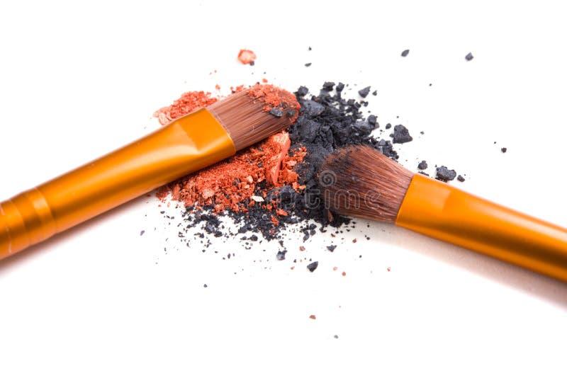 Download Brosse De Lecture Professionnelle De Maquillage Et Isolant Lâche De Fards à Paupières De Poudre Photo stock - Image du cosmetic, corail: 77151802