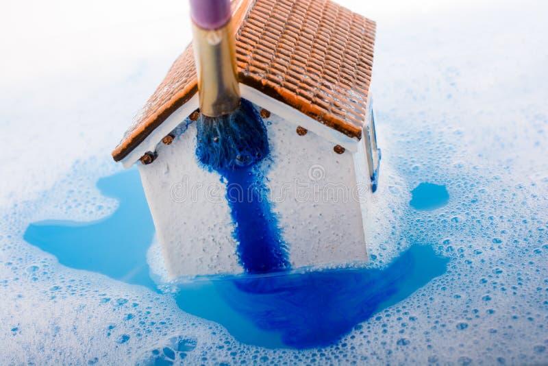 Download Brosse Modèle De Maison Et De Peinture Dans L'eau Mousseuse Image stock - Image du structure, logement: 87704239
