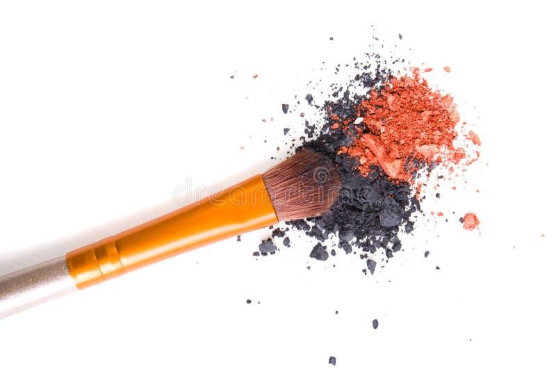 Download Brosse Professionnelle De Maquillage Et Fards à Paupières Lâches De Poudre D'isolement Photo stock - Image du oeil, balais: 77151150