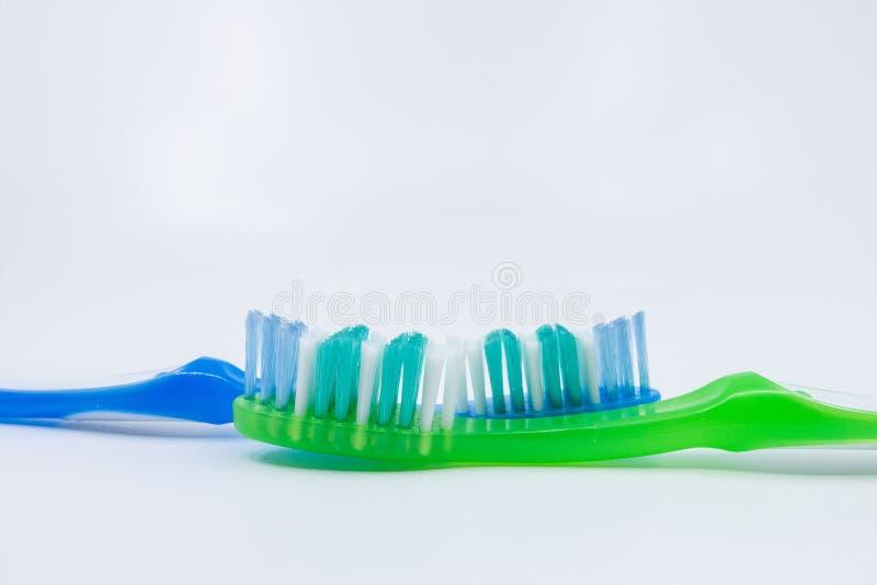 Brosses ? dents sur un fond blanc photos stock