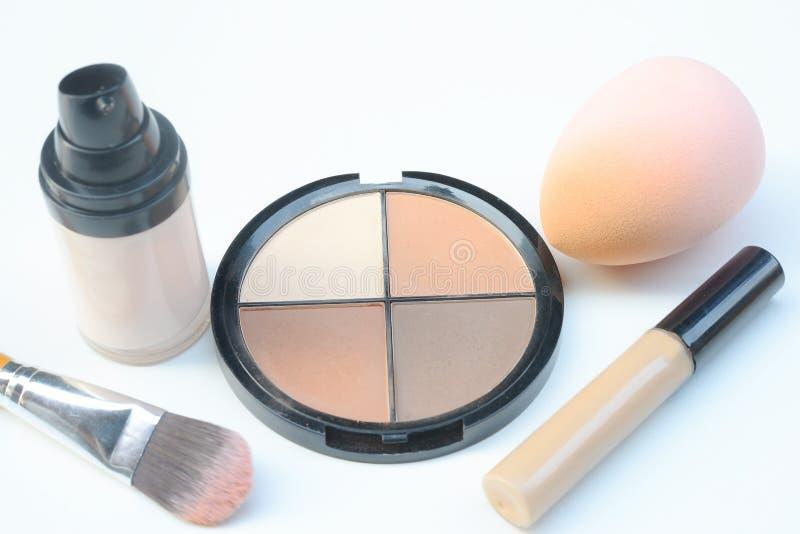 Brosses et cosmétiques de maquillage, ensemble de brosse de maquillage et palette de découpe, accessoires de femmes images libres de droits