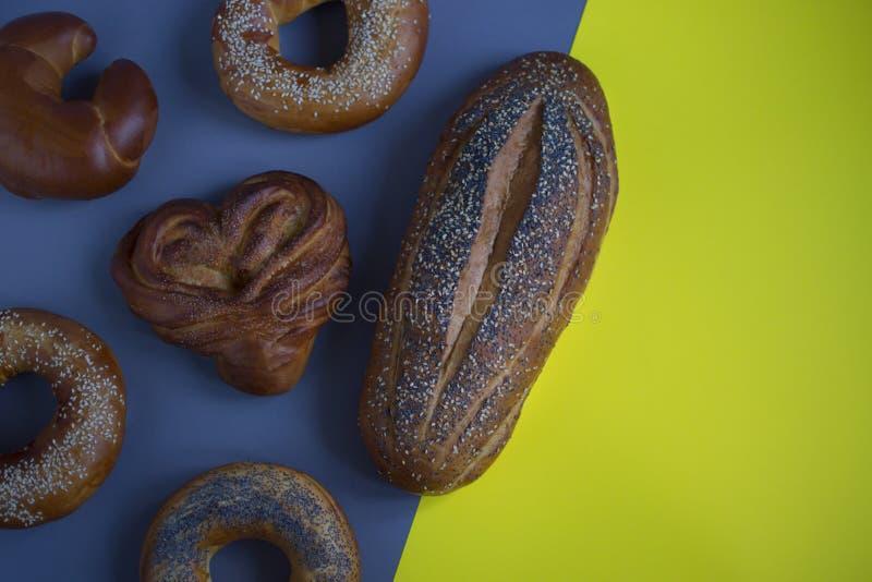 Brot auf dem Hintergrund stockfotografie