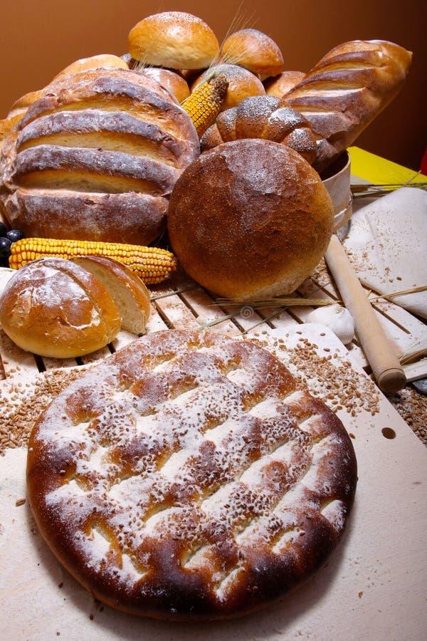Download Brot auf der Tabelle stockbild. Bild von rolle, brot - 26352389