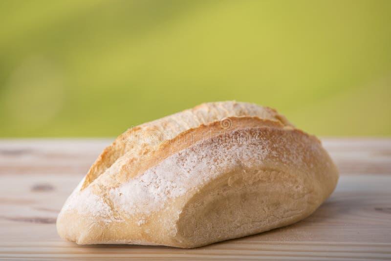 Brot auf Holztisch stockfotos