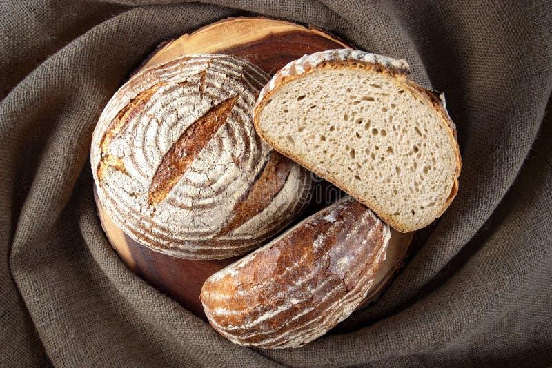 Brot des Roggens drei zusammen gestapelt lizenzfreies stockfoto