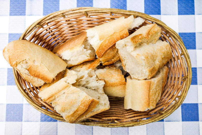 Brot im Korb stockfoto