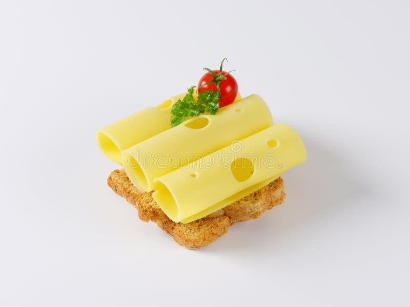 Brot mit emmenthaler Käse stockbilder