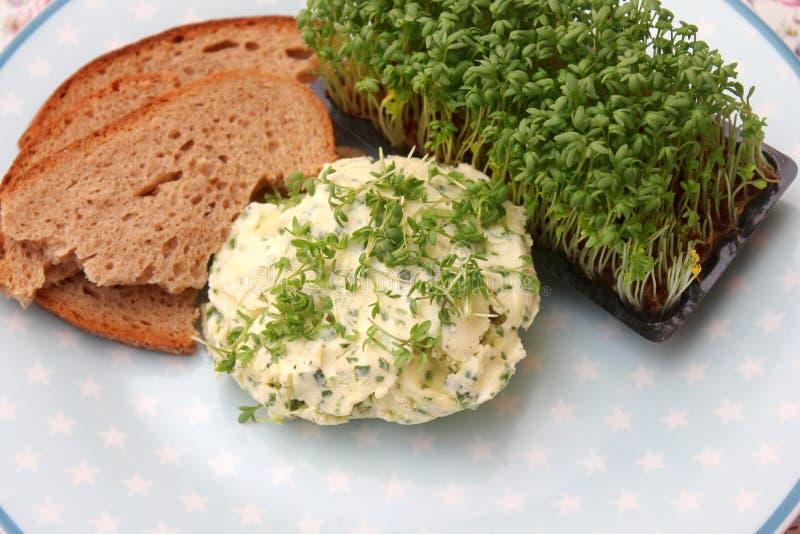 Brot mit Kressebutter lizenzfreie stockfotografie