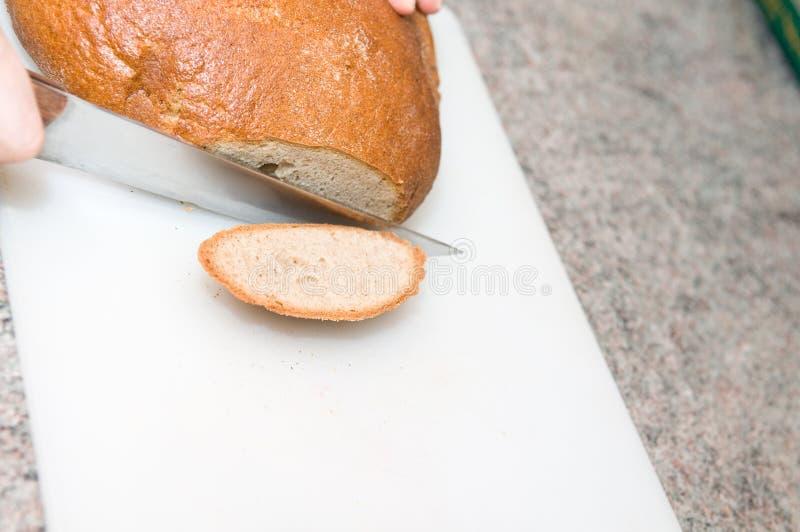 Brot mit Messer lizenzfreies stockfoto