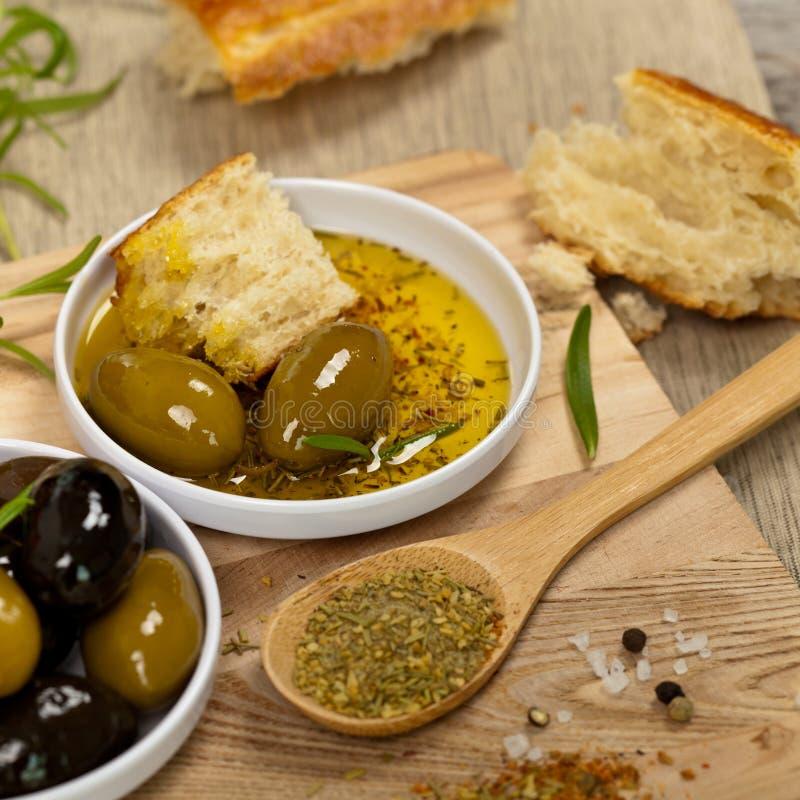 Brot mit Olivenöl lizenzfreies stockfoto