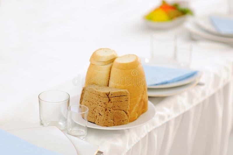 Brot und Gläser lizenzfreies stockfoto