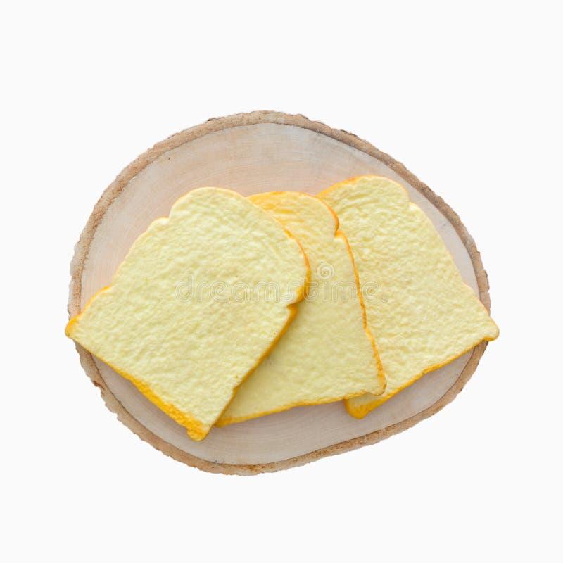 Brote schneiden mit Käse auf lokalisiertem weißem Hintergrund lizenzfreie stockbilder