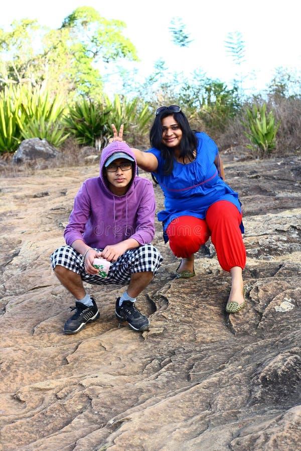 Brother asiático y hermana que juegan bromas foto de archivo libre de regalías