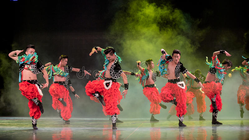 Brottas för folkdansen för medborgare för uppvärmningsaktivitets-mongolians- royaltyfria bilder