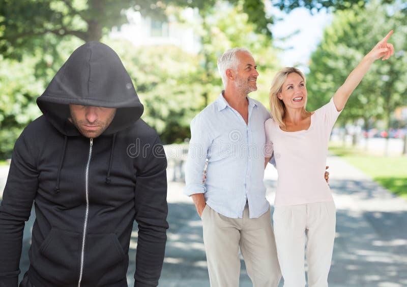 Brottslingen i huv av par som in går, parkerar framme vektor illustrationer