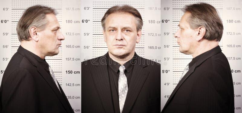 Brottslingen portraited för polisen som tecken i fromt av rånar brädet arkivbild