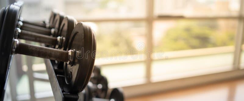Brouillé du fond de gymnase de forme physique pour l'exercice Co de forme physique de bannière photos stock