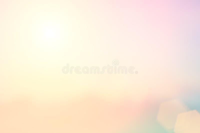 Brouillage de fond naturel couleurs chaudes et lumière lumineuse du soleil La BO photo stock