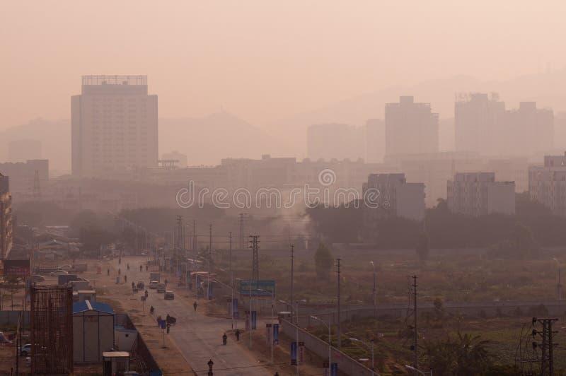 brouillard dans le matin de campagne de la Chine photographie stock