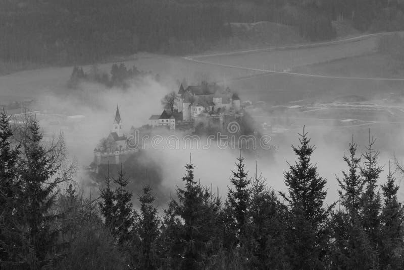 brouillard de château photos stock