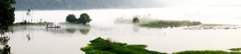 Brouillard de fleuve images libres de droits