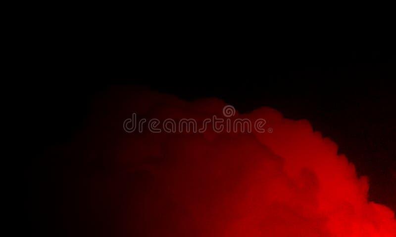 Brouillard rouge abstrait de brume de fumée sur un fond noir image stock