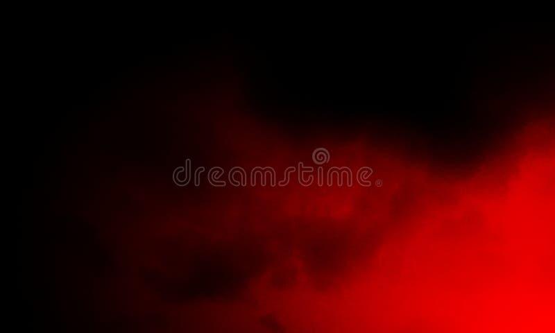 Brouillard rouge abstrait de brume de fum?e sur un fond noir photo libre de droits
