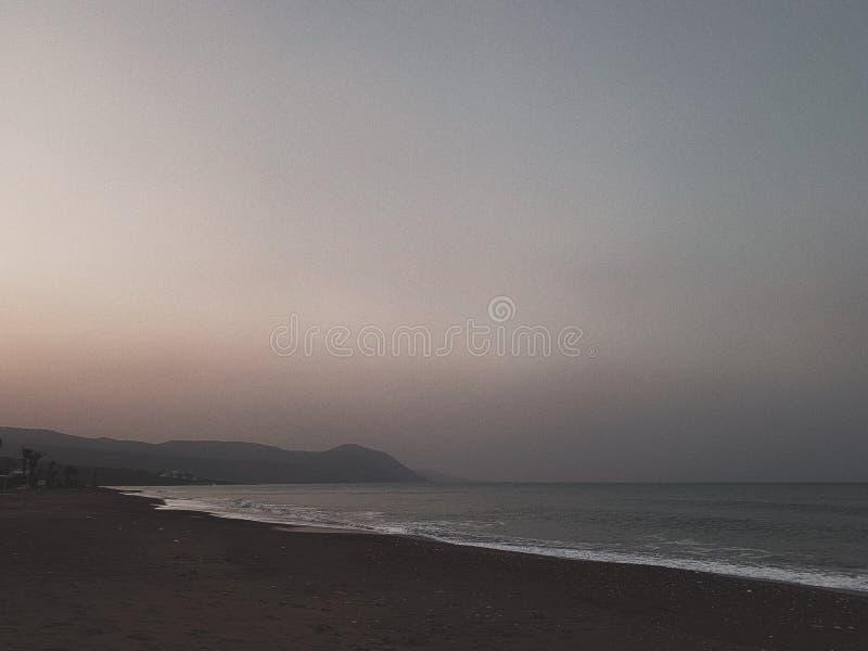 Brouillard sur la plage photo libre de droits