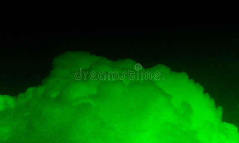 Brouillard vert abstrait de brume de fumée sur un fond noir illustration de vecteur