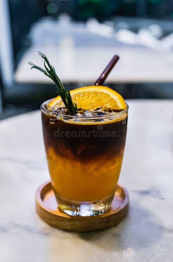 Brouwt de sinaasappel gekruide koude koffie royalty-vrije stock afbeeldingen