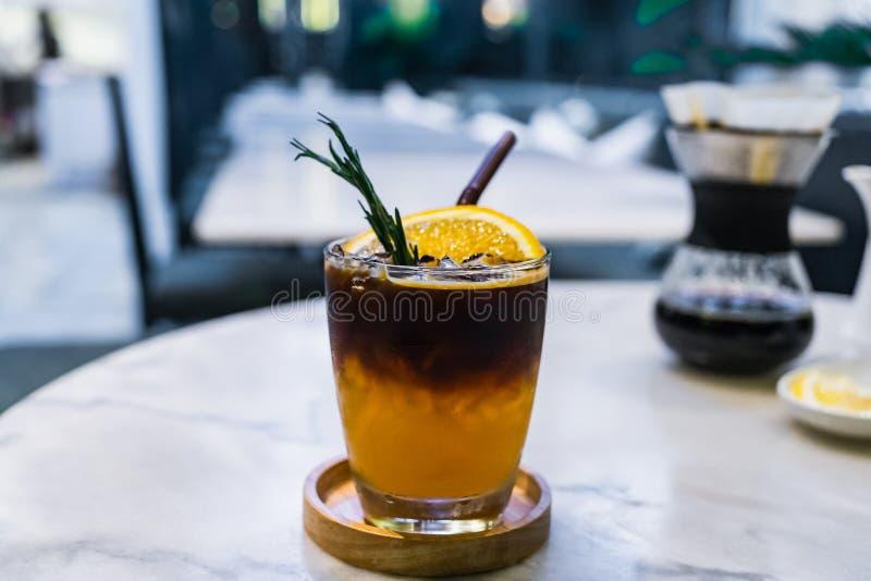 Brouwt de sinaasappel gekruide koude koffie stock foto
