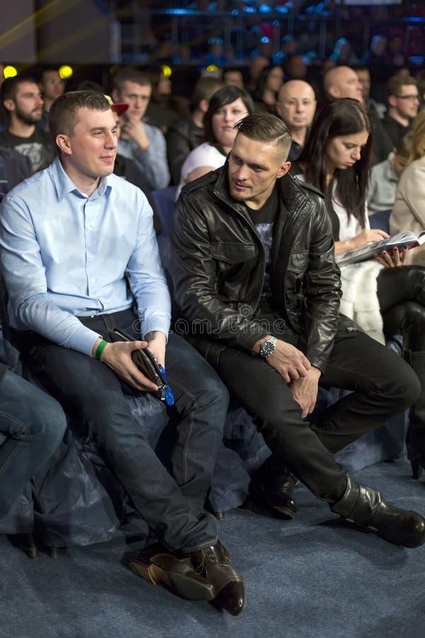 Brovary Украина, 14 11 2015 кладя в коробку чемпионов Usyk сидит как зритель в аудитории стоковые фотографии rf