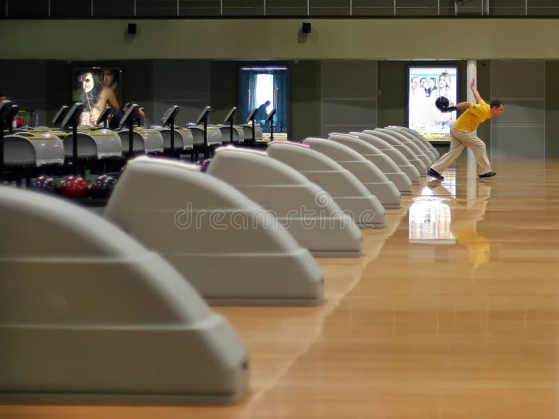 Brovary, Ucraina, 17 02 Gioco dell'interno di bowling 2006 nel club di bowling immagine stock libera da diritti