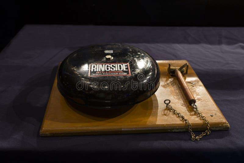 Brovary, Ukraine, 14 11 Premiers rangs 2015 Ring Gong sur une exposition de boxe image stock