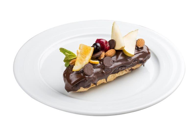 Browarniany tort Eclair z dokrętkami zdjęcia stock