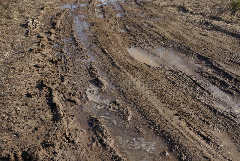 Brown-Beschaffenheit des Schlammwassers und -eises auf der Straße stockfotografie