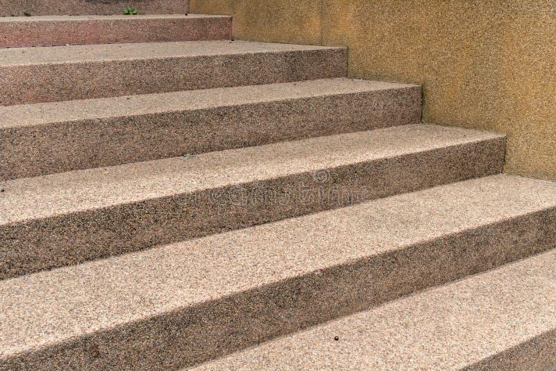 Brown beton z małym żwiru schody zdjęcia stock
