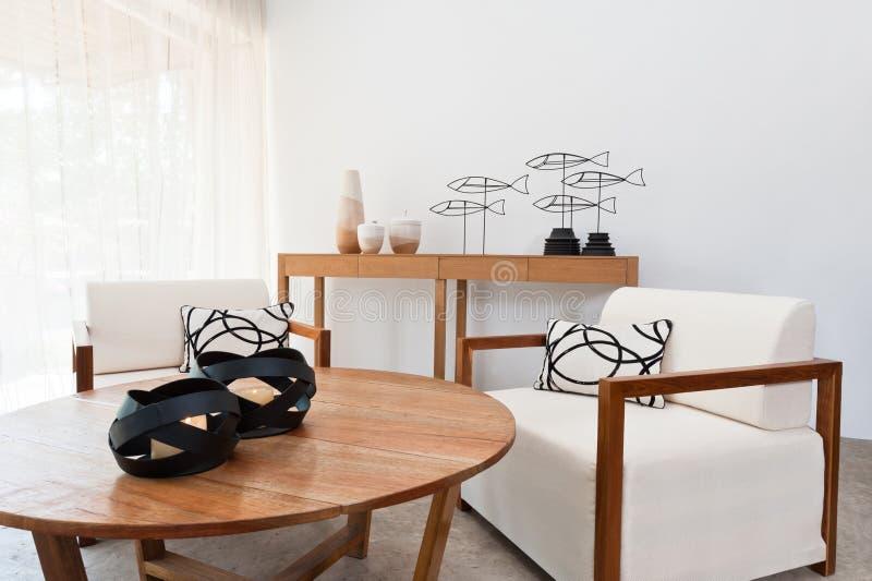 Brown biały meble w żywym pokoju zdjęcie stock