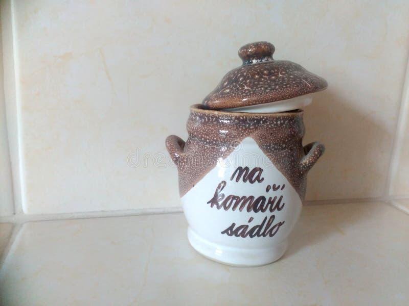 Brown ceramiczny naczynie obrazy stock
