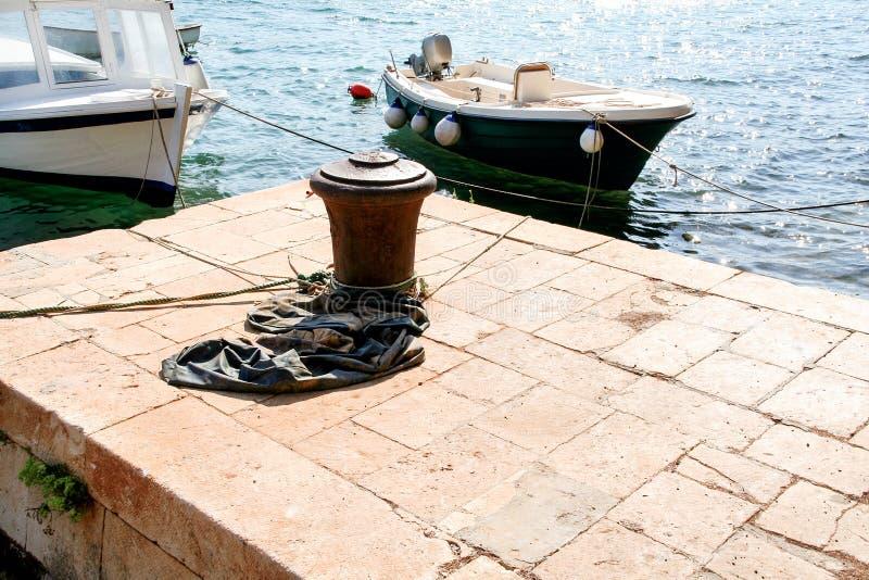 Brown cleat dla statków i łodzi fotografia stock
