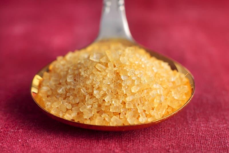 Brown cukieru kryształy na łyżce zdjęcie royalty free