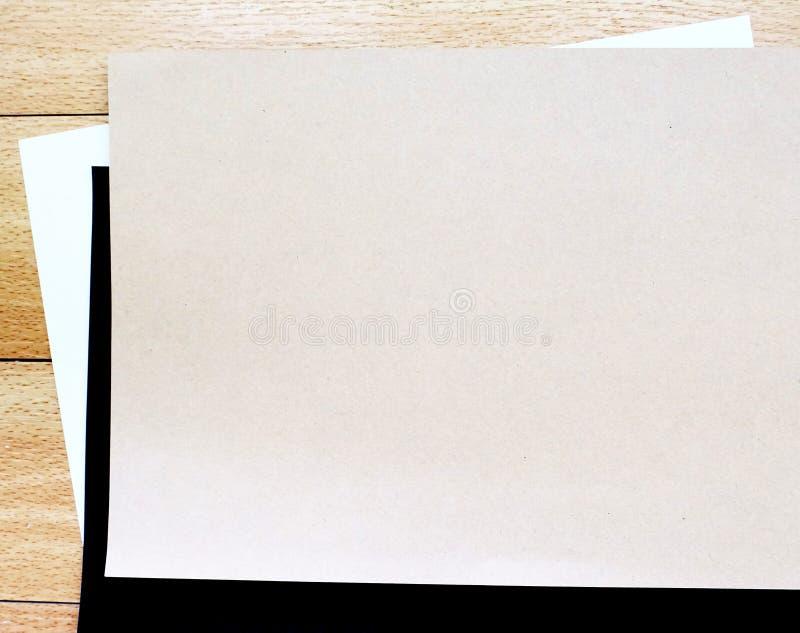 Brown, czarny i biały papier obrazy stock