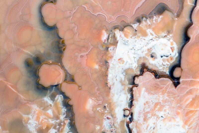 Brown, czerwień, biel, żółty onyksowy tło Onyks kamienna tekstura na makro- zdjęcia stock